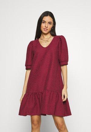 ONLDORA PUFF DRESS  - Jumper dress - pomegranate
