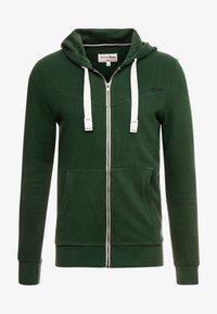 pineneedle green