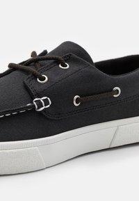 Timberland - UNION WHARF 2.0 EK - Boat shoes - black - 5