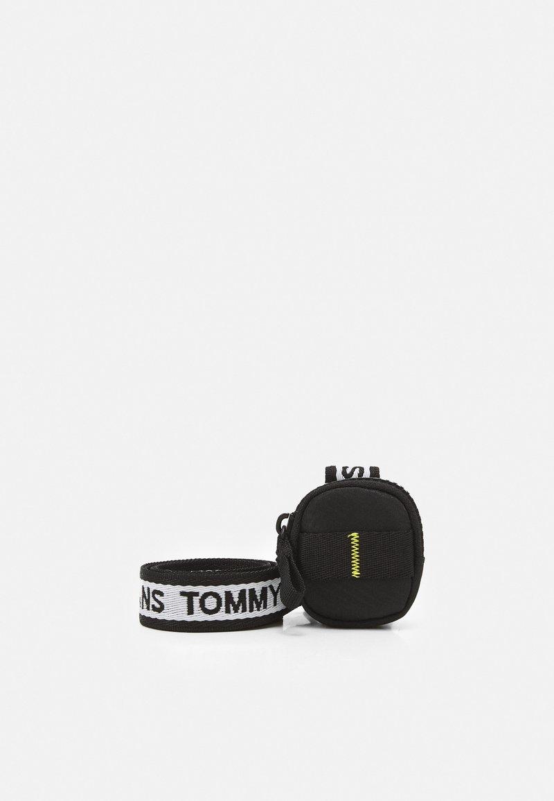Tommy Jeans - TECH EARPHONE CASE UNISEX - Jiné doplňky - black
