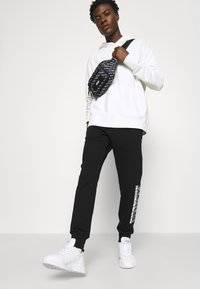 Versace Jeans Couture - Tracksuit bottoms - nero - 6