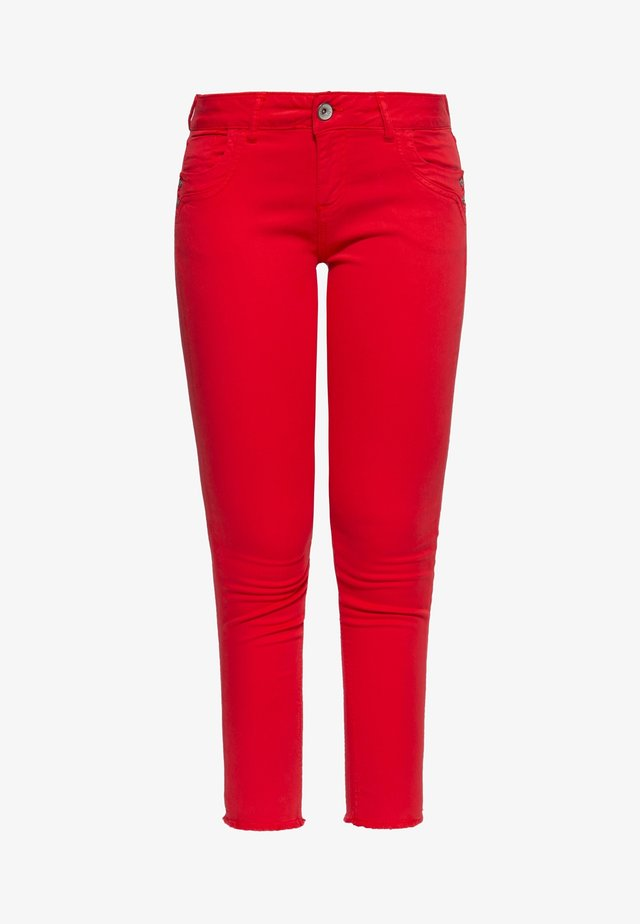 LEONI - Slim fit jeans - fiery red
