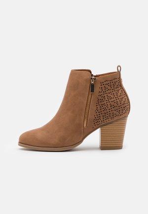 WENDIE - Ankelboots - camel