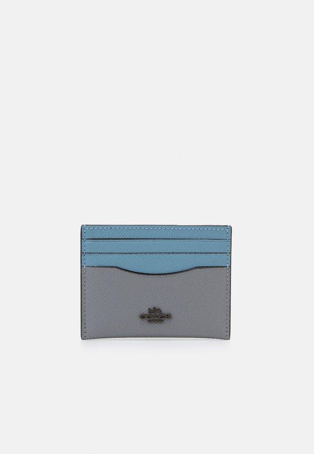 COLORBLOCK FLAT CARD CASE - Portfel - granite/azure multi