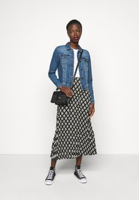 Noisy May Tall - NMDEBRA  - Jeansjakke - medium blue denim - 1