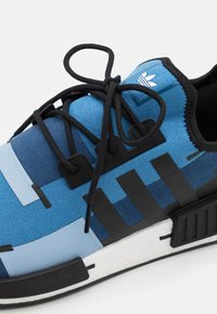 adidas Originals - NMD_R1 UNISEX - Trainers - blue - 5