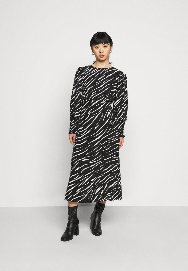 New Look Petite - SHIRRED DETAIL ZEBRA MIDI DRESS - Day dress - black