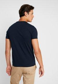 Tommy Hilfiger - TEE - Print T-shirt - blue - 2