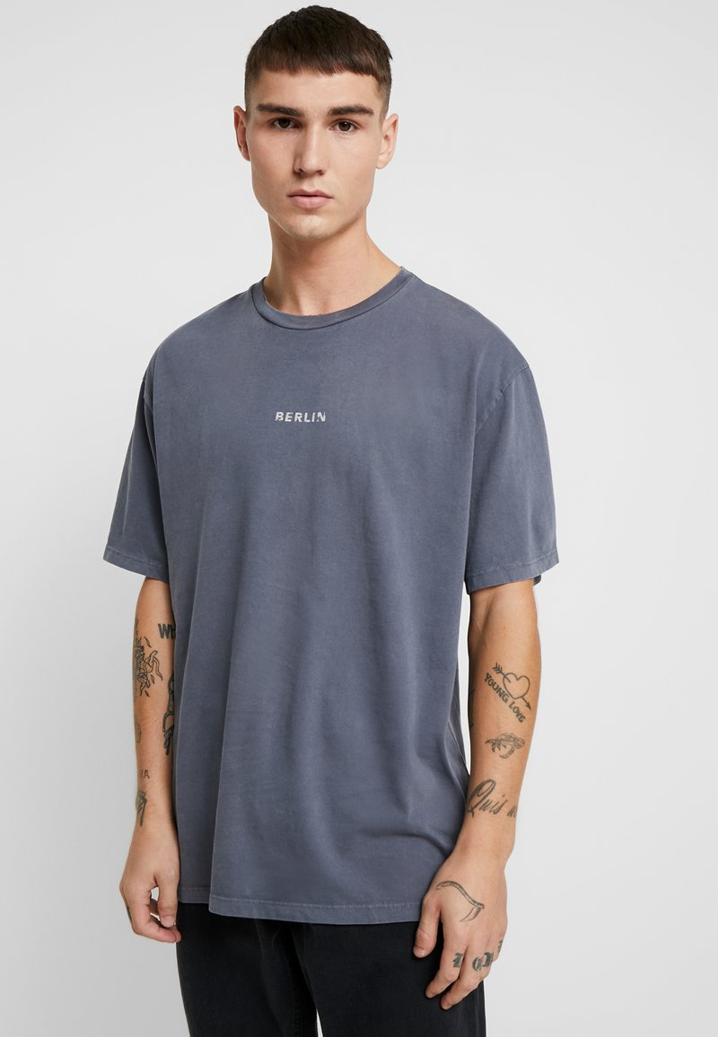 Topman - BERLIN GRAPHIC - Print T-shirt - grey