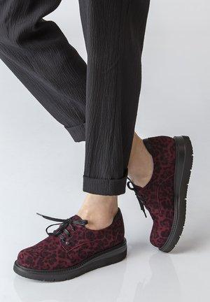 DERBIES - Chaussures à lacets - bordeaux