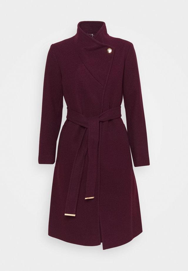 FUNNEL COLLAR BELTED COAT - Classic coat - oxblood