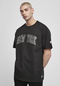 Starter - NEW YORK TEE - Printtipaita - black - 0