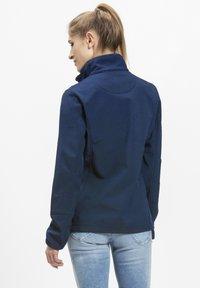 Whistler - Covina MIT WASSERDICHTER ZWISCHENMEMBRAN - Soft shell jacket - navy - 3