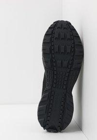 Reebok - RIDGERIDER 5.0 - Zapatillas de trail running - black/grey/blue - 4