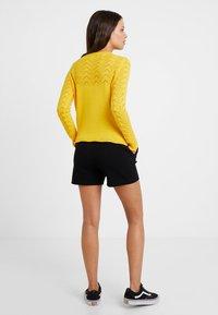 ONLY Petite - ONLPOPTRASH EASY PETIT - Shorts - black - 2