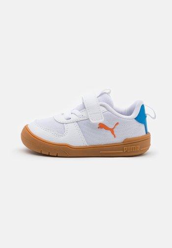 MULTIFLEX SPORT UNISEX - Sports shoes - white/vibrant orange