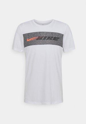 DRY SUPERSET ENERGY - Camiseta estampada - white/black