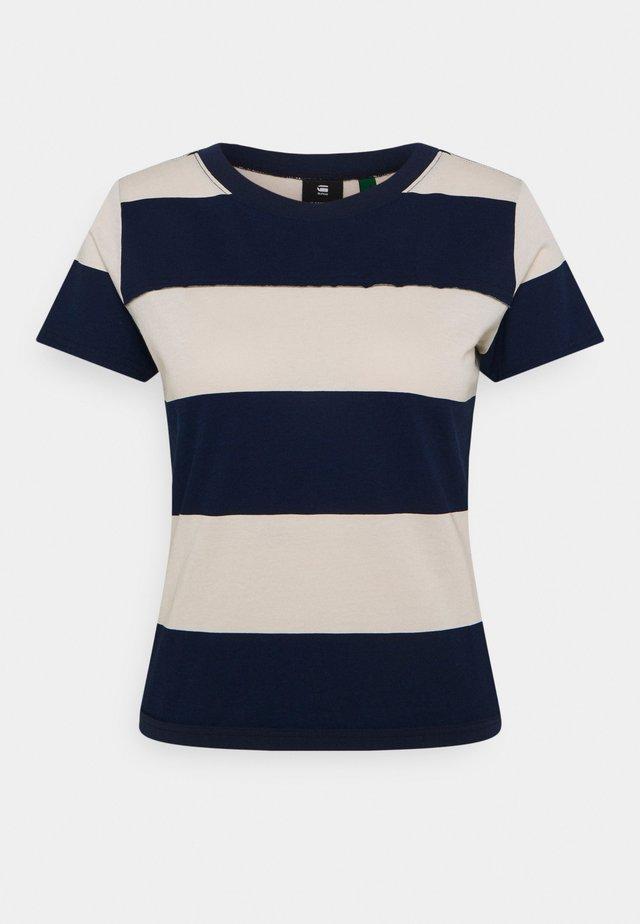 WIDE STRIPE TEE - Print T-shirt - whitebait/sartho blue rugby