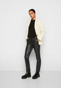 Victoria Victoria Beckham - STRAIGHT LEG TROUSER - Skindbukser - black - 4