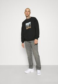 Mennace - TROOP  - Sweatshirt - black