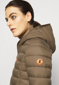 Save the duck - GIGAY - Winter jacket - coffee brown - 4