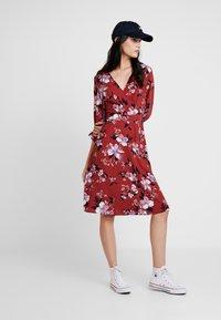 Vero Moda - VMREEDA V NECK DRESS - Day dress - cowhide - 1