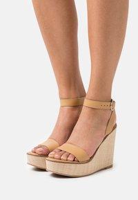 Steve Madden - SINDEE - Platform sandals - tan - 0