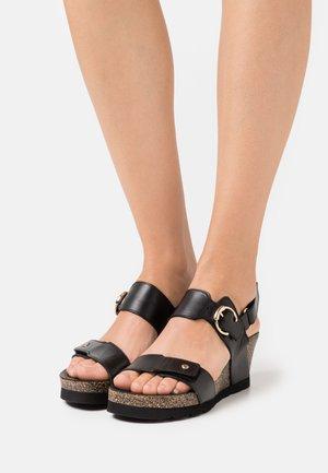 PULL-UP - Sandály na platformě - black