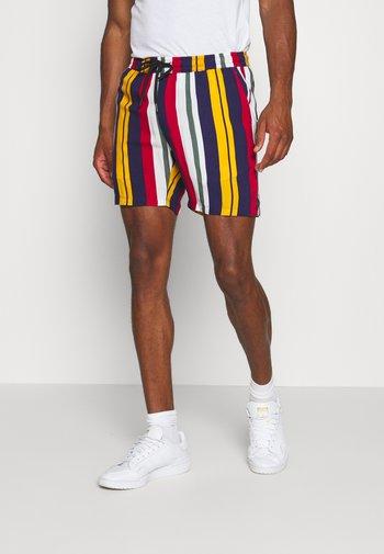 Shorts - tango red