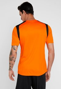 Joma - CHAMPION - T-shirt print - orange/black - 2
