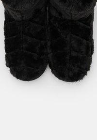 Vero Moda - VMBENA BOOT - Slippers - black - 5