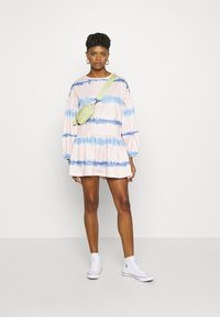 NEW girl ORDER - TIE DYE STRIPE DRESS - Sukienka letnia - pink - 1