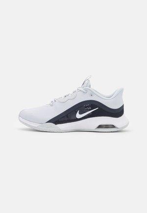 AIR MAX VOLLEY - Multicourt tennis shoes - pure platinum/white/obsidian