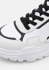 Versace Jeans Couture - SPEEDTRACK - High-top trainers - bianco ottico - 5