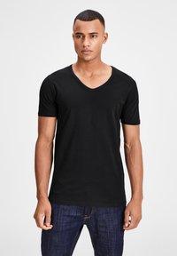 Jack & Jones - 3 PACK V-NECK - Basic T-shirt - grey/blue/black - 0
