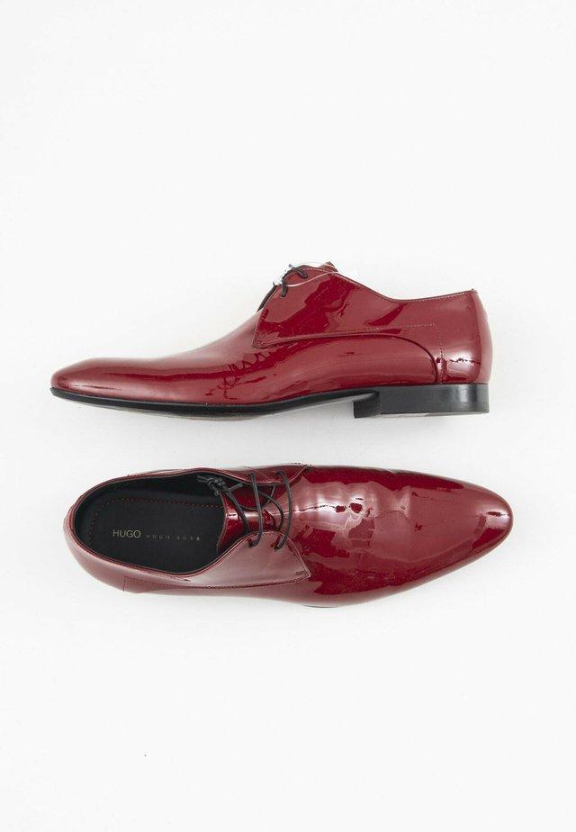 Derbies & Richelieus - red