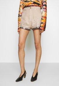 Alberta Ferretti - Denim shorts - beige - 0