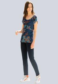 Alba Moda - Print T-shirt - marineblau,orange - 0
