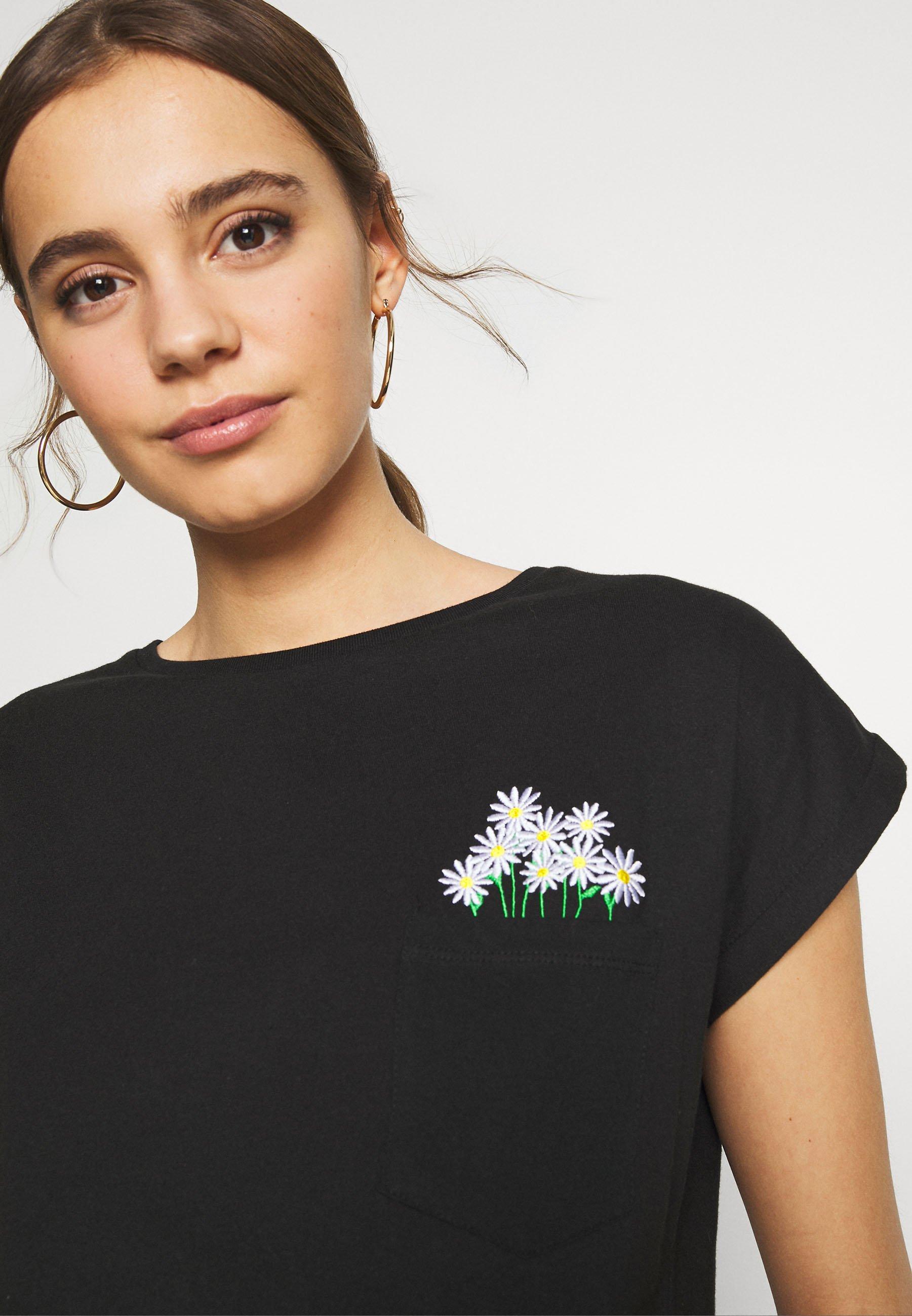 Dedicated Visby Flower Pocket - T-shirts Med Print Black/svart