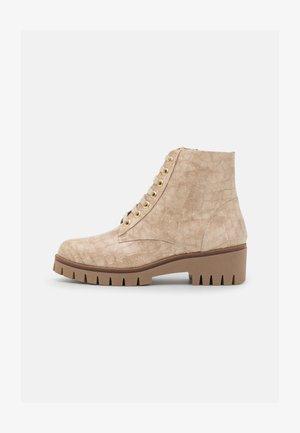 Kotníkové boty na platformě - gante moreda