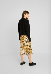 Monki - AGATA BASIC - Strikkegenser - black dark - 2