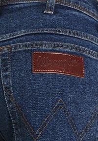 Wrangler - TEXAS - Jeans straight leg - blast blue - 5