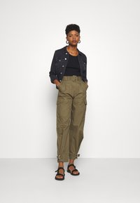 Tommy Jeans - HIGH RISE BELTED PANT - Spodnie materiałowe - olive tree - 1