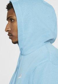 Nike Sportswear - CLUB HOODIE - Hættetrøjer - cerulean/cerulean/white - 4
