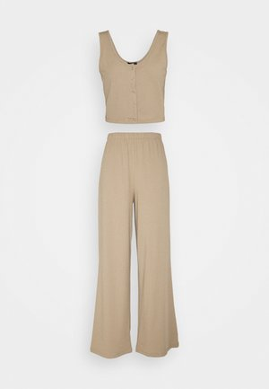 Pyjamas - camel