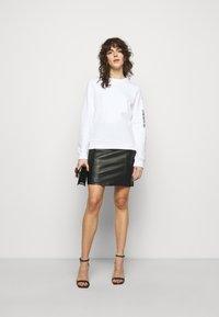 Love Moschino - Sweatshirt - optical white - 1