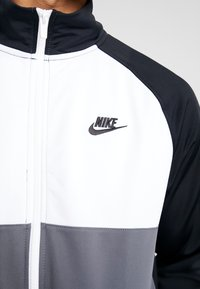 Nike Sportswear - SUIT - Tracksuit - black/dark grey/white - 9