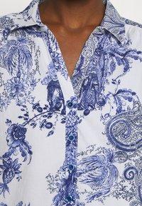 Emily van den Bergh - DRESS - Skjortekjole - white/blue - 5