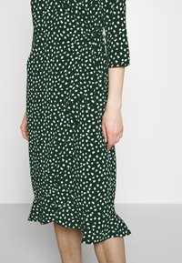 Vero Moda - VMHENNA WRAP CALF DRESS - Kjole - pine grove - 4
