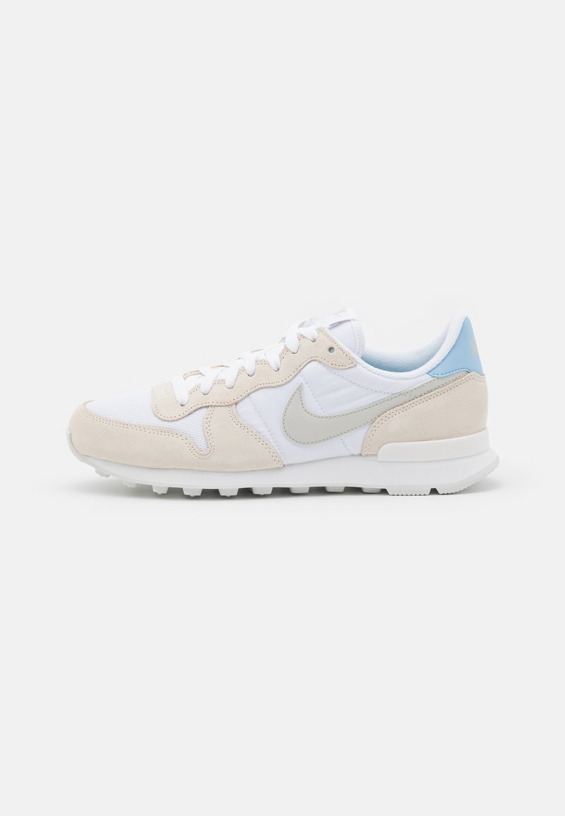 Nike Sportswear - INTERNATIONALIST - Sneakersy niskie - white/light bone/pale ivory/summit white
